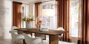 Gardinen, Bordüren, Vorhänge in kräftigen Farben für ein warmes Raumgefühl