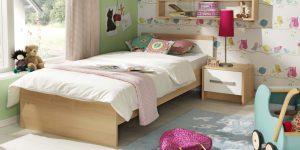 Kinderzimmer mit traumhaften Tapeten, Möbeln und Dekoelementen